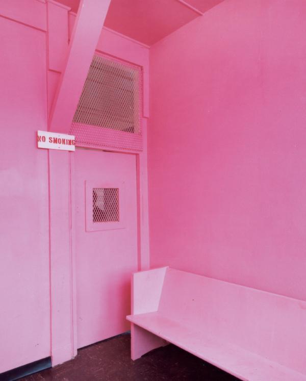 Trend nhà tù màu hồng phấn gây tranh cãi vì khiến tù nhân cảm thấy bị nhục mạ