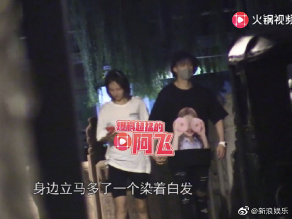 MC thảm đỏ vô duyên nhất 'hệ mặt trời' Đồng Hựu Lâm: Phớt lờ Đặng Luân, quên tên khách mời