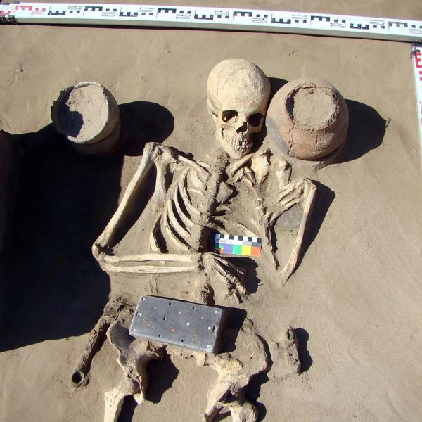 Các nhà khảo cổ tìm thấy chiếc 'iPhone' 2.100 năm tuổi trong ngôi mộ tại 'Atlantis Nga'