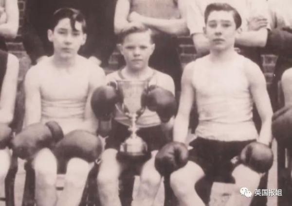 Kray Twins: Cặp song sinh từng thống trị thế giới ngầm Luân Đôn, là nguyên mẫu cho phim 'Legend'