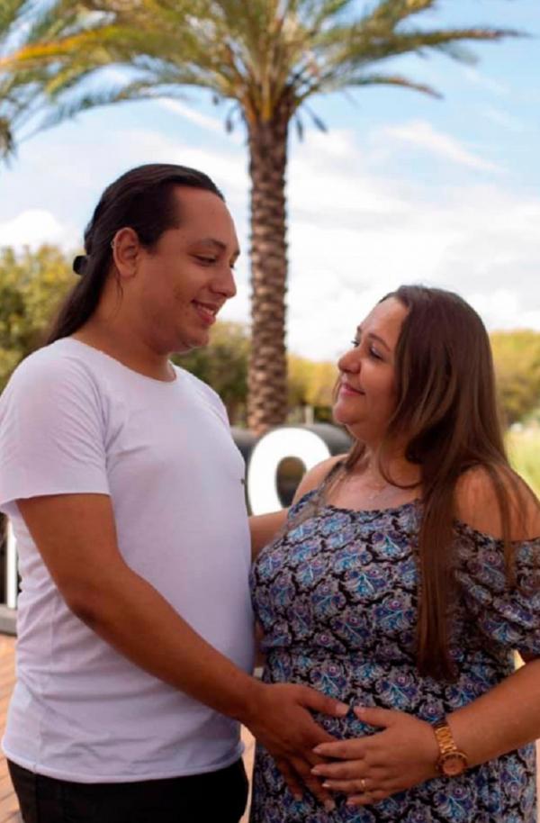 Chuyện lạ ở Brazil: Mẹ ruột mang thai hộ con trai đồng tính, còn đẻ sinh đôi