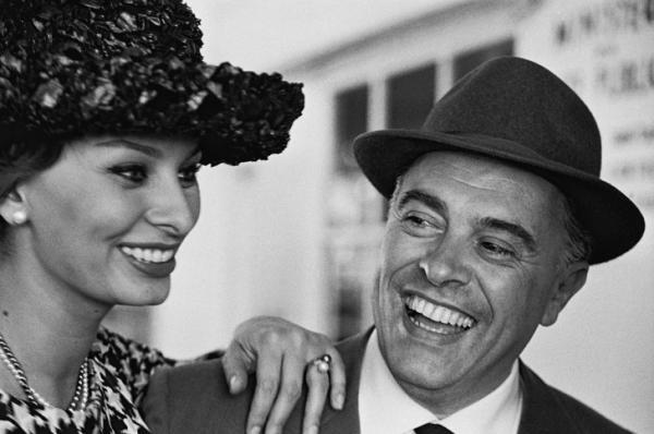Chuyện tình bền chặt suốt 50 năm với người chồng hơn 22 tuổi của minh tinh gợi cảm Sophia Loren