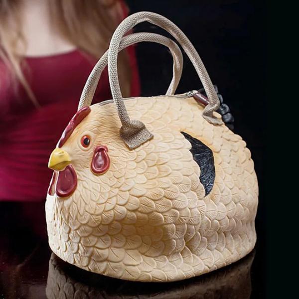 Còn ai cần những chiếc túi sang trọng khi túi xách con gà ngộ nghĩnh và đáng yêu này ra đời
