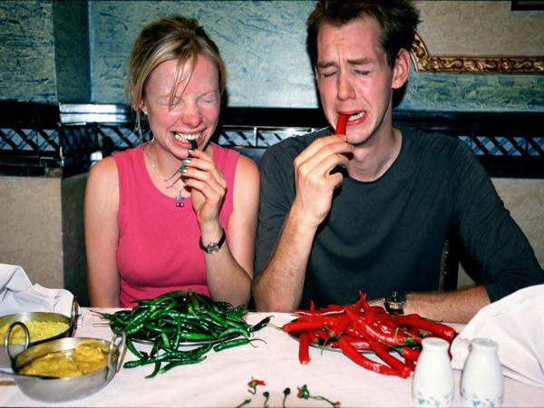 Người mẹ 'câu like' trên MXH bằng cách cho con nhỏ ăn ớt hiểm