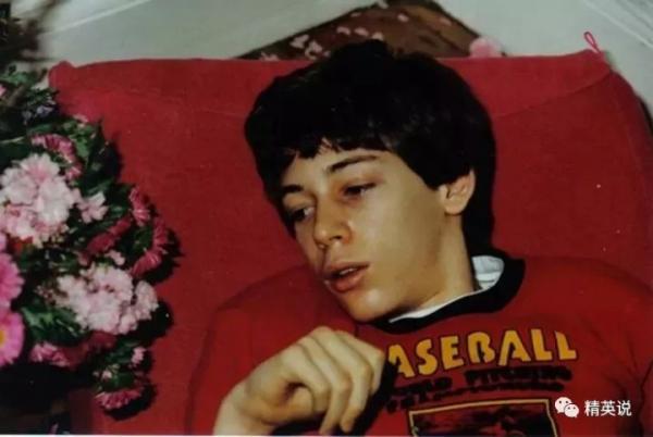 'Cậu bé ma' suốt 4 năm ròng rã bị giam cầm trong chính cơ thể mình, thấy hết mặt tối của xã hội