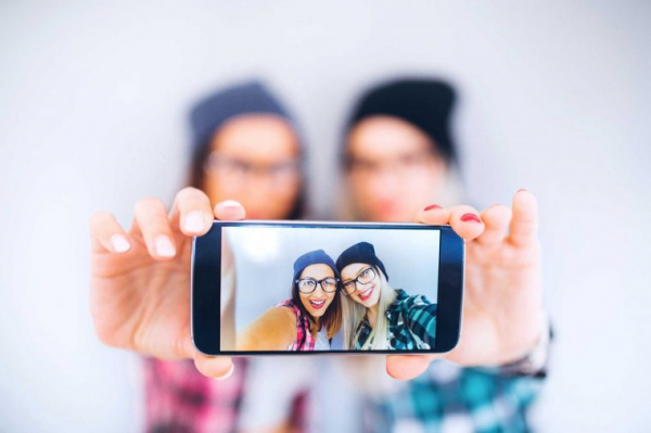 14 sự thật về 'chụp ảnh tự sướng':  Tư thế selfie tiết lộ tính cách, có cả những thành phố cuồng selfie