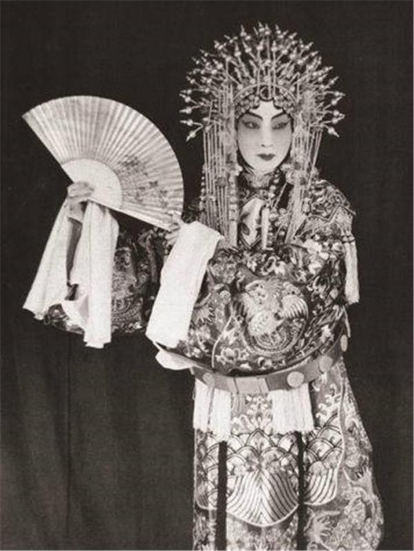 Mai Lan Phương - 'Báu vật' kinh kịch Trung Hoa nhưng lại là gã đàn ông bội bạc ngoài đời