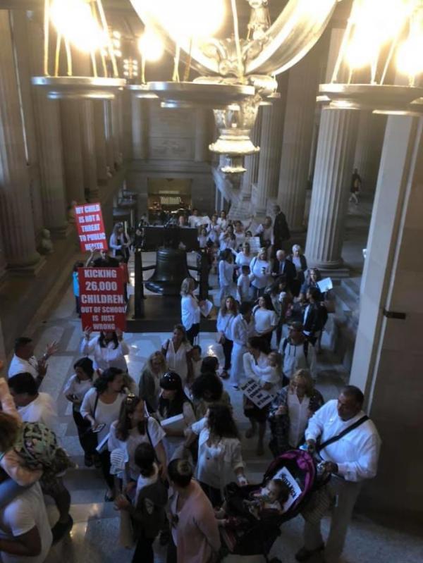 Tại New York, học sinh chưa tiêm phòng sẽ bị cấm tới trường