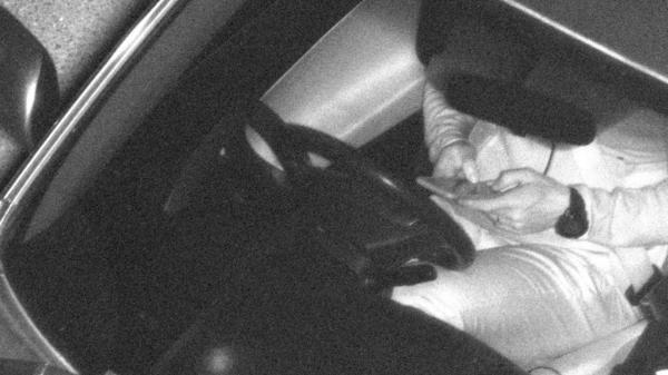 Úc bắt được hơn 100.000 tài xế sử dụng điện thoại khi lái xe trong 6 tháng nhờ máy ảnh giao thông