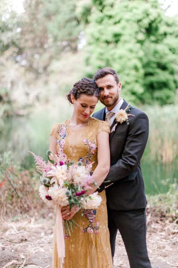 Đàn gấu mèo xông vào giữa buổi chụp ảnh cưới, cướp luôn cả spotlight của cô dâu chú rể