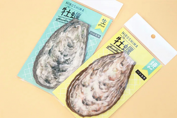 Công ty đường sắt Nhật Bản ra mắt túi con hàu kèm ví nhỏ bên trong cực đáng yêu