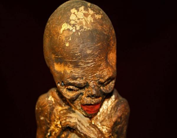 Bất ngờ với Kuman Thong, mảng da chân, lời nguyền... và hàng loạt thứ không tưởng khác được rao bán trên eBay