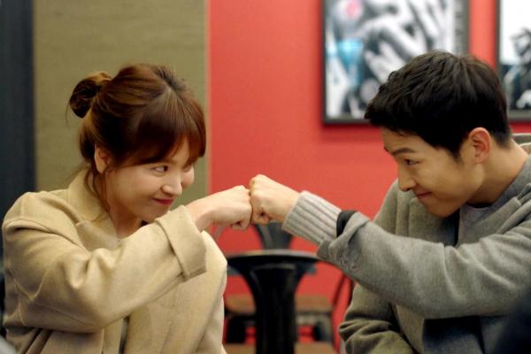 5 cặp trai tài gái sắc khiến công chúng mất niềm tin vào 'tình yêu cổ tích' trong show biz Hàn