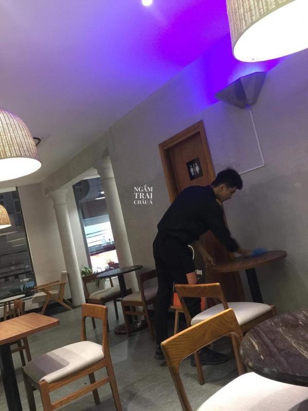 Anh nhân viên quán cà phê ngập tràn 'soái khí' khiến chị em muốn chạy ngay sang Thủ Đức thăm hỏi