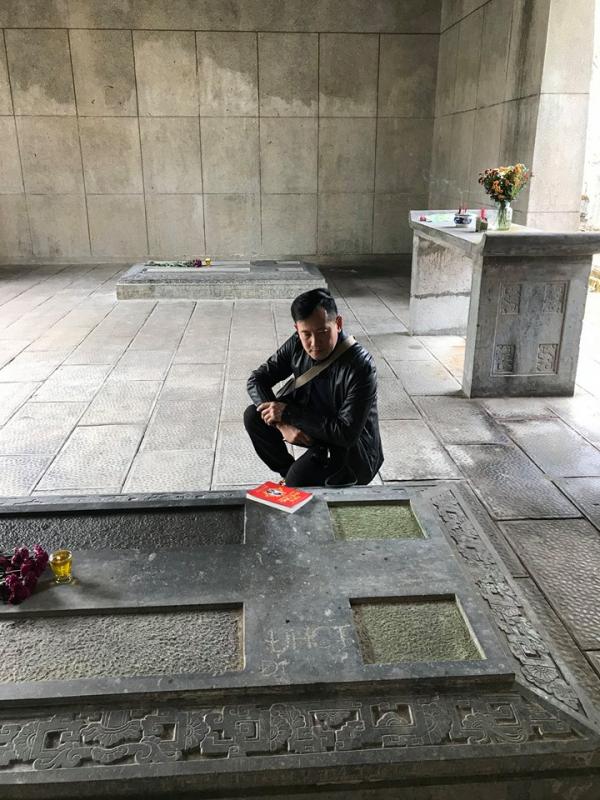 Viếng thăm mộ phần của Nam Phương Hoàng hậu trên đất Pháp