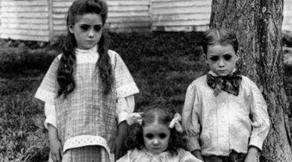Truyền thuyết thành thị về những em bé mắt đen ngòm - 'sinh vật' lạ lùng gây ám ảnh cực mạnh