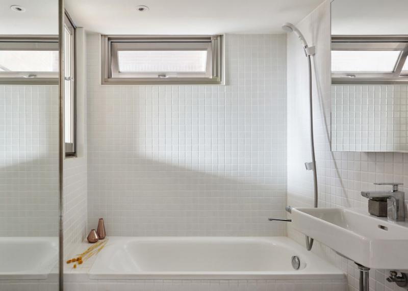 Ngôi nhà chỉ vỏn vẹn 22 mét vuông nhưng nhìn cực rộng rãi, thậm chí có cả bồn tắm