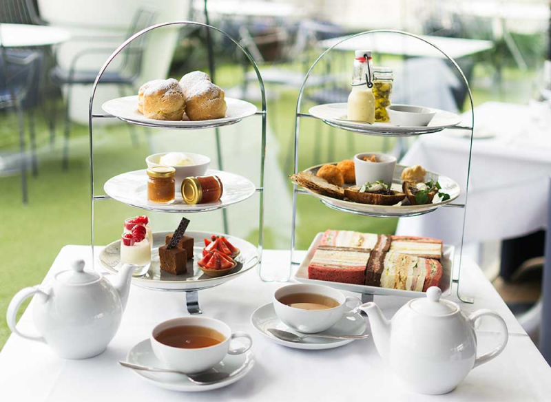 Ngồi xuống nhâm nhi tách trà và nghe kể về 'văn hoá trà chiều' nước Anh nào