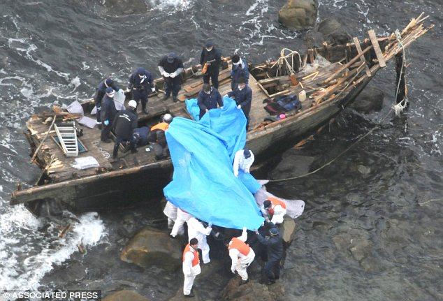 Những con tàu Triều Tiên bí ẩn chứa đầy xác chết liên tục trôi dạt vào bờ biển Nhật Bản