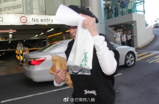 Trương Bá Chi sinh con cho triệu phú 65 tuổi người Singapore sau 7 năm ly hôn Tạ Đình Phong