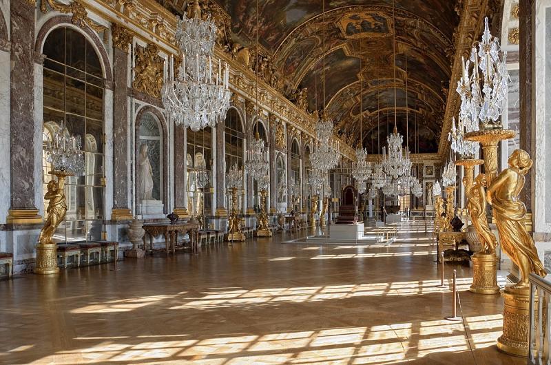'Levee'- 'Nghìn lẻ một bước' trong nghi thức thay đồ buổi sáng của vua chúa Pháp ngày xưa