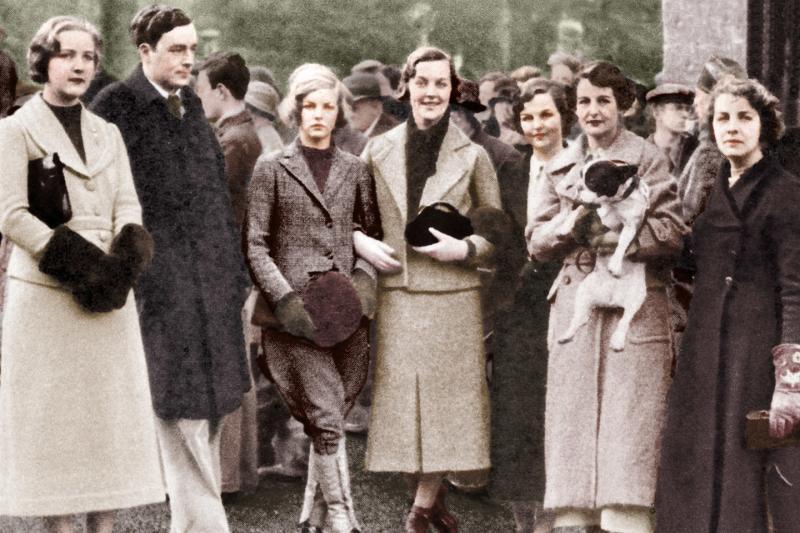 Phụ nữ Anh thời chiến: Từ đồ lót may bằng bản đồ đến mascara 'dã chiến' từ xi đánh giày