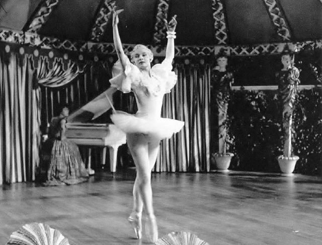 Những bức ảnh hiếm khi Audrey Hepburn còn là một nữ vũ công ballet