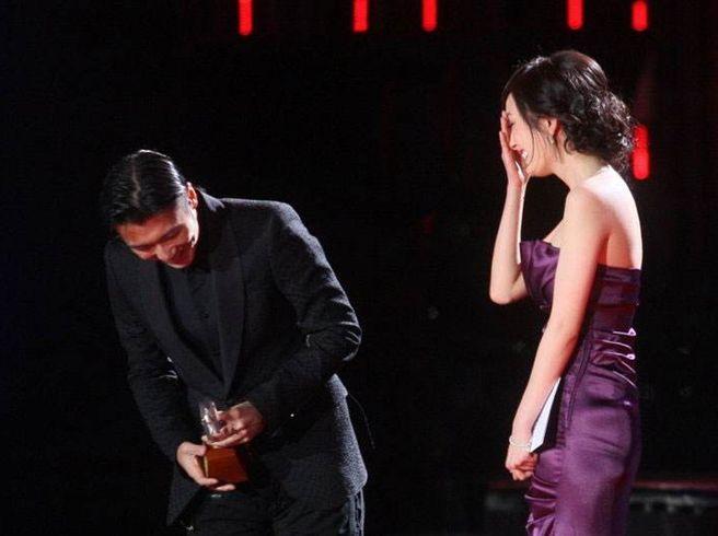 10 năm thích thầm, fangirl Dương Mịch vẫn bẽn lẽn khi được đứng cạnh thần tượng Tạ Đình Phong