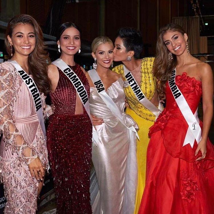 Hoa hậu Mỹ phải xin lỗi vì chế giễu trình tiếng Anh của Hoa hậu Việt Nam và Campuchia