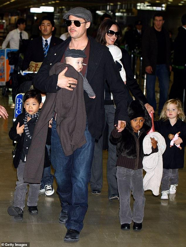 Angelina Jolie từng nói với Pax Thiên rằng bố Brad Pitt không muốn nhận nuôi cậu