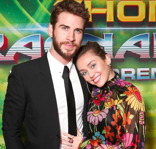 Bệnh cuồng người yêu của Miley Cyrus: Vào tài khoản người lạ khoe bồ, dân tình không trêu mới lạ