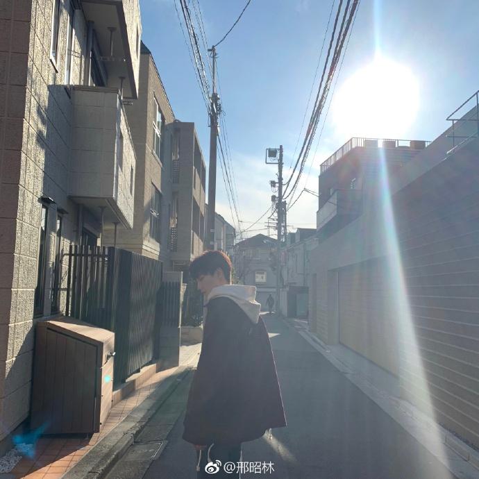 Trai đẹp Tống Uy Long - Hình Chiêu Lâm 'hẹn hò' Valentine ở Nhật lại còn chung phòng khách sạn