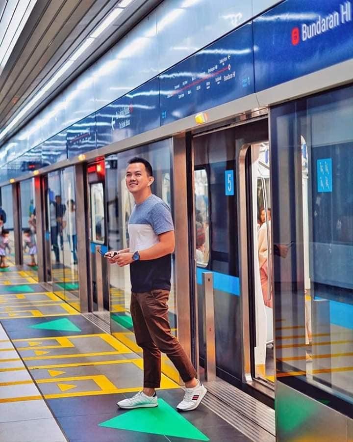Người dân Indonesia hân hoan trong ngày khai trương tuyến tàu điện ngầm đầu tiên ở thủ đô Jakarta