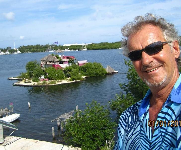 Có gì trên hòn đảo nổi được làm từ 100 nghìn chai nhựa?