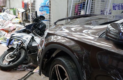 Nữ tài xế gây tai nạn liên hoàn, dân mạng lại cãi nhau chuyện 'bán xăng cho phụ nữ là tội ác'
